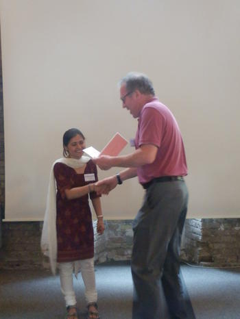 Best poster prize: Richard Lucius handing over the prize to GRK1673 doctoral student Savita Devi!